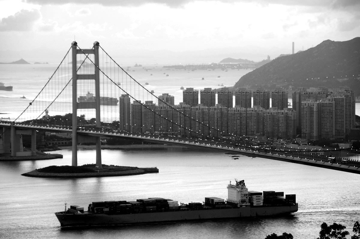 首次公开招股 – 于香港交易所上市